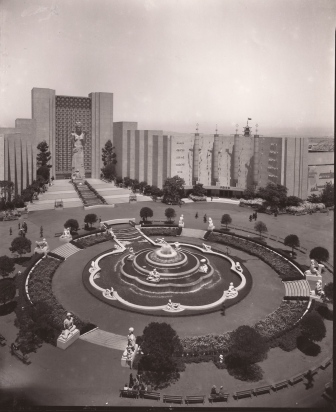 Court of Pacifica, 1939, Gabriel Moulin photo.